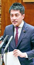 追求する共産党の辰巳孝太郎参議院議員