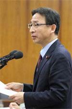 追及する塩川議員=13日内閣委員会
