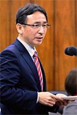 追及する塩川議員=4日内閣委員会