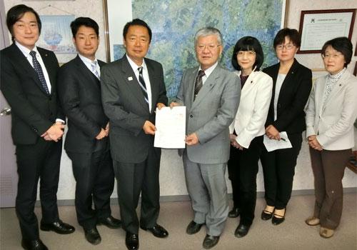 「市民の願い実現を」新年度予算要望書を市長に提出