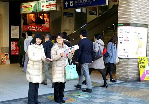 「戦争法廃止の政府を」志木駅南口で工藤かおる市議と呼びかける