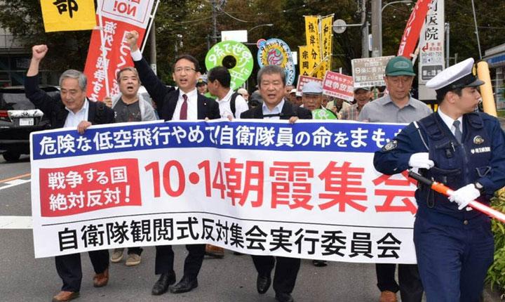 「戦争する国絶対反対!」塩川鉄也衆院議員が国政報告し、デモンストレーション=10.14 朝霞市