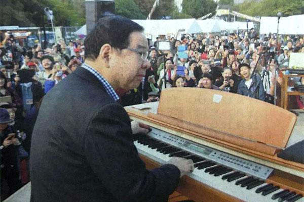 志位さんがピアノでショパンを演奏