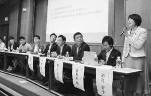 早稲田大学学園祭の討論企画に出席した田村氏(右端)=2日、東京都新宿区