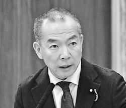 質問する伊藤岳議員=18日、参院総務委