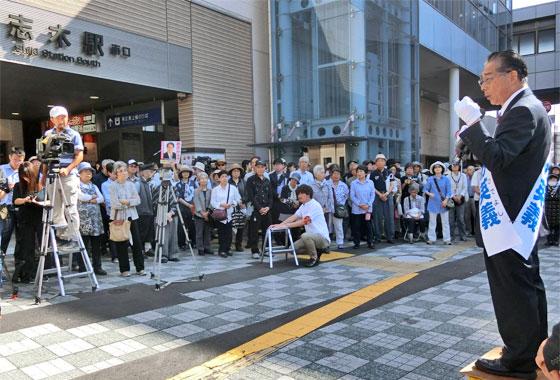 衆議院選挙、志木駅南口で力強く第一声をあげる あさか英義(2017.10)