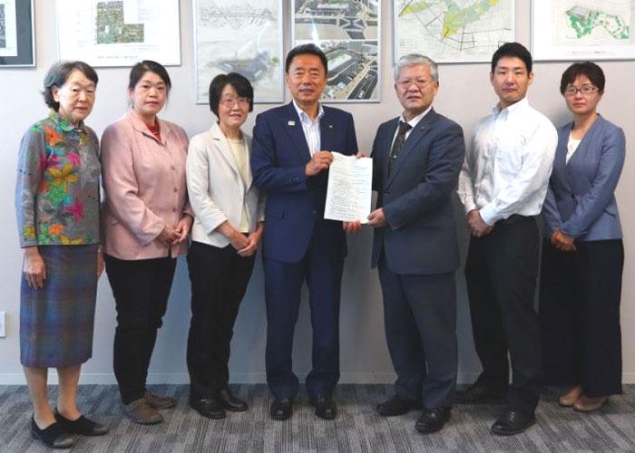 『2020年度予算要望書』を並木市長に提出=2019.10